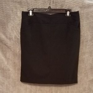 Very nice black Worthington straight skirt.